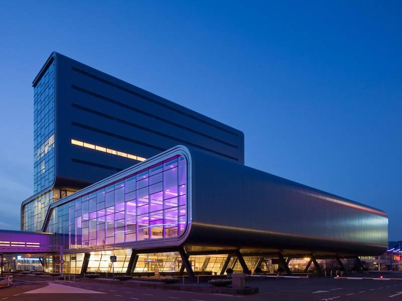 Le bâtiment RAI Amsterdam de nuit
