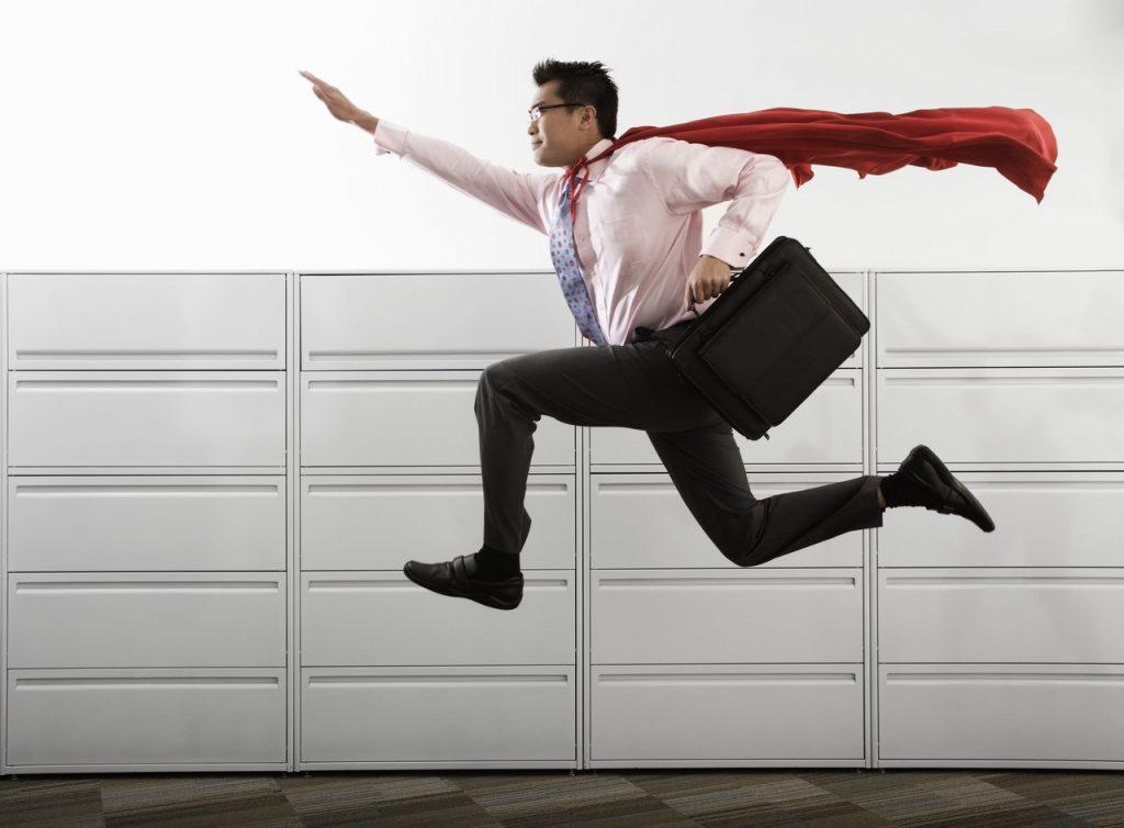 homme d'affaire en superman