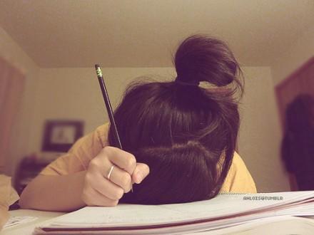 personne qui dort sur son cahier